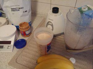 Zubereitung des Weight Gainer Bananen Protein Shake