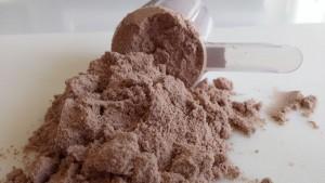 Whey Protein Pulver mit Dosierlöffel